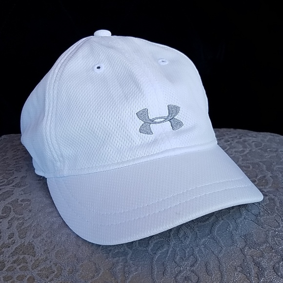 Under Armour Accessories - Women s Under Armour short brim hat- Small 49695eaad5d